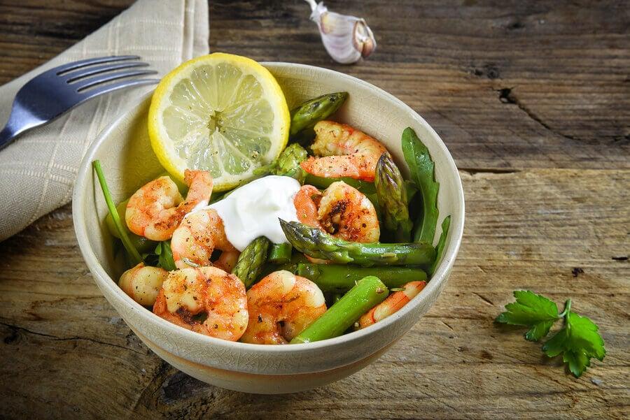 Salada mista dietética: receitas para atletas