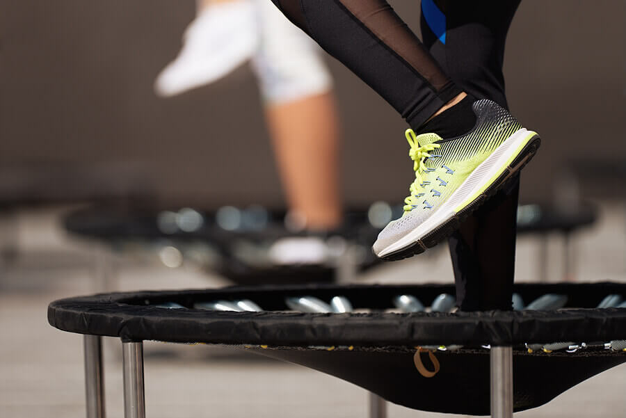 Exercícios com o trampolim: diversão garantida