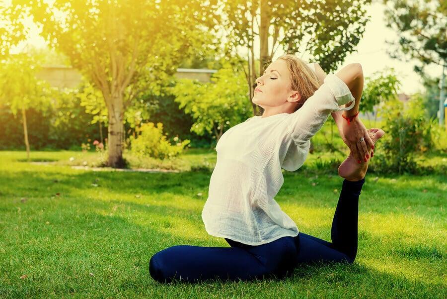 As posturas de yoga mais arriscadas para iniciantes