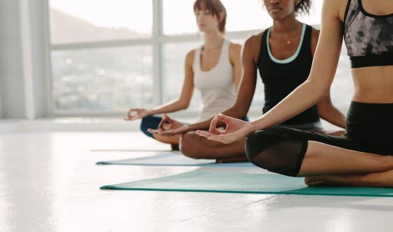 Por que o Yoga reduz os sintomas da artrite reumatoide?