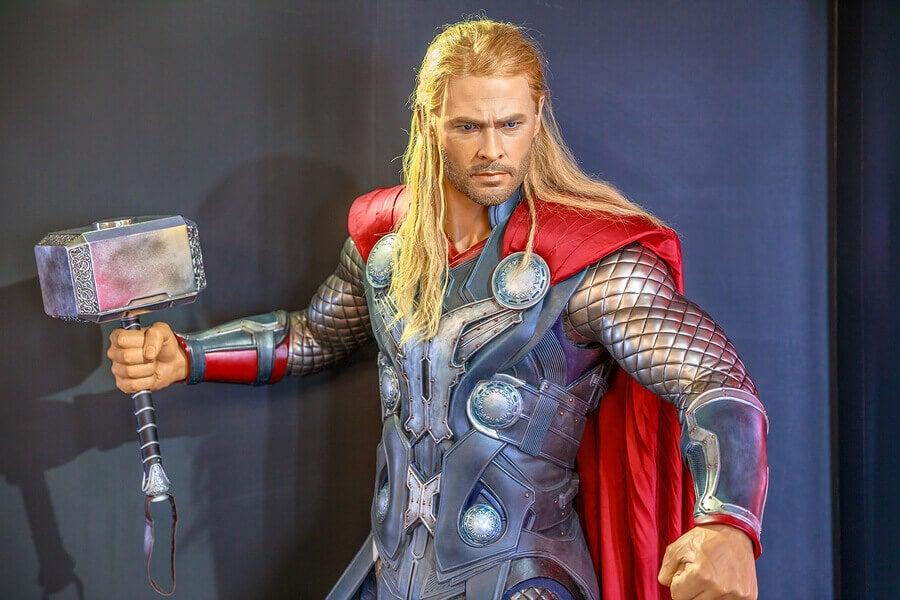 Chris Hemsworth e seus exercícios defitness para interpretar o Thor