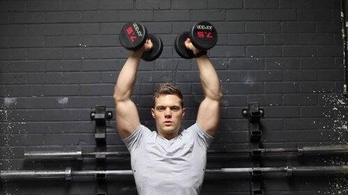Veja uma lista de exercícios que constituem um treino com pesos para os ombros