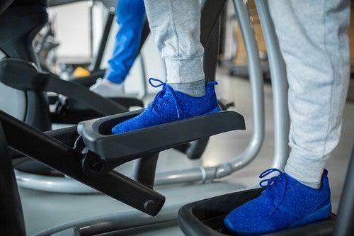 O aparelho de step é muito eficaz para queimar gordura e tonificar as pernas