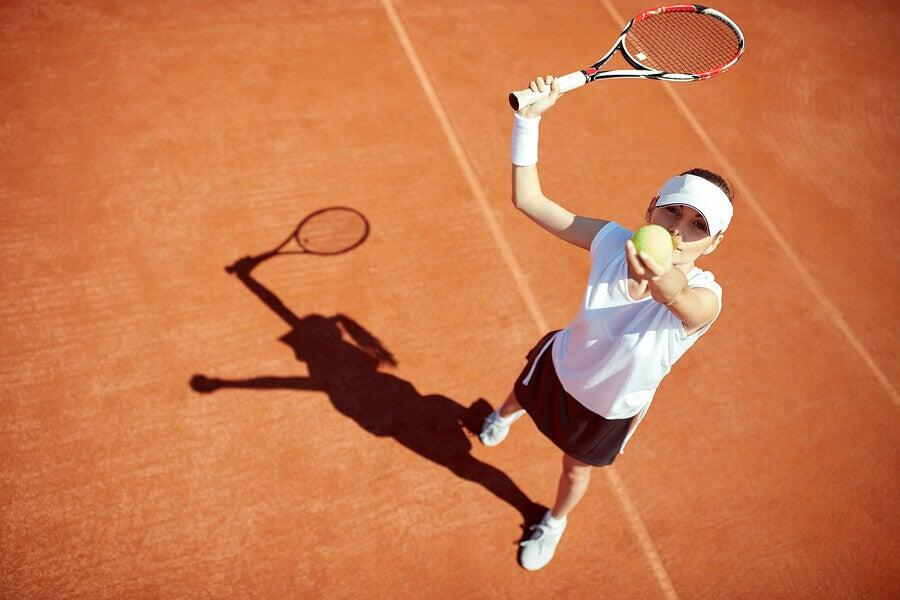 6 benefícios de jogar tênis