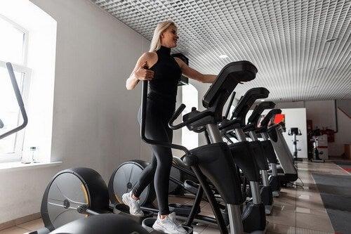 Os 5 melhores aparelhos de academia para reduzir a cintura