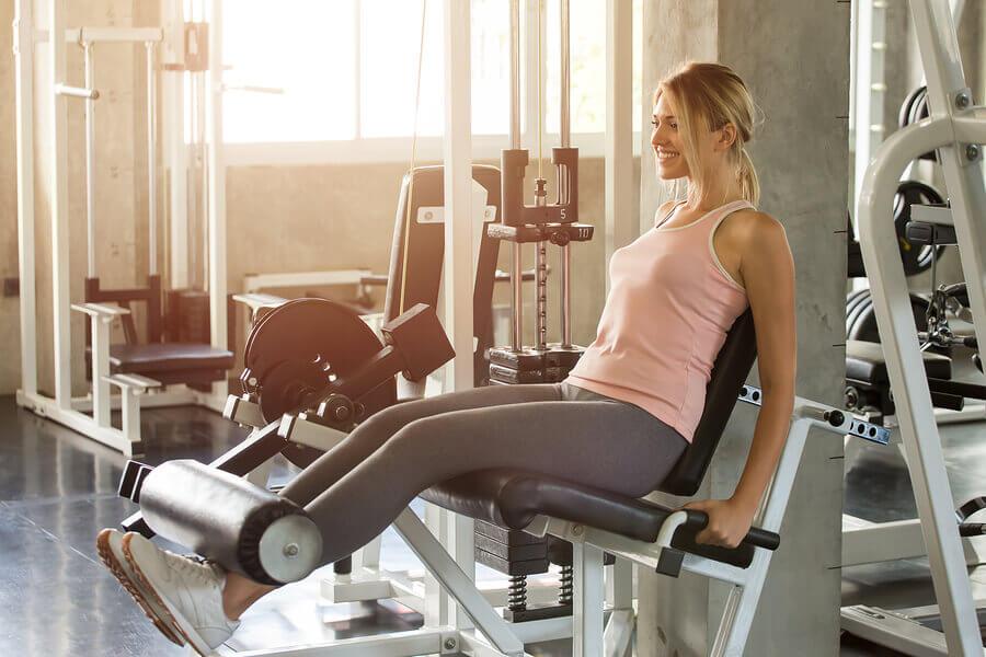 Extensão de pernas: exercício para fortalecer o quadríceps