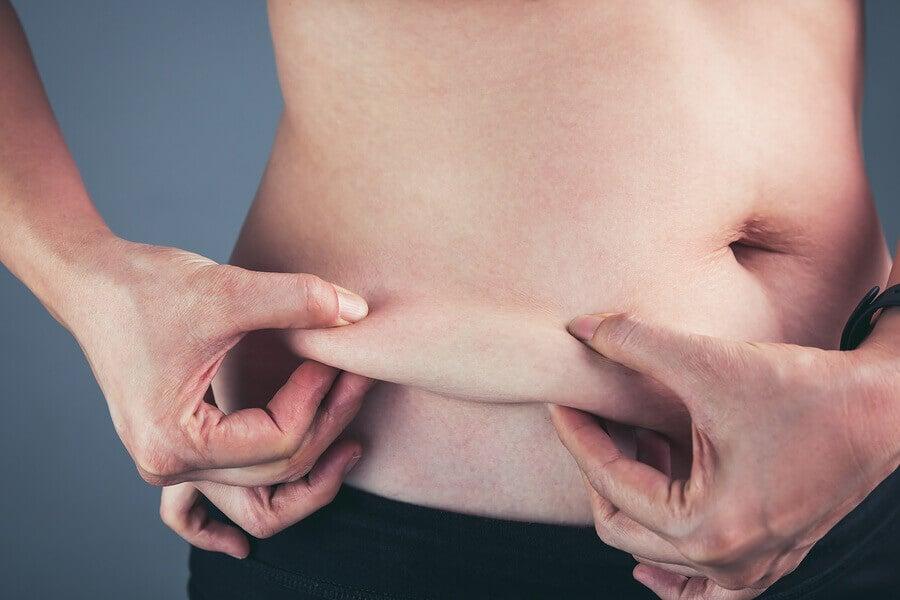A perda de gordura é possível se nos exercitarmos regularmente.