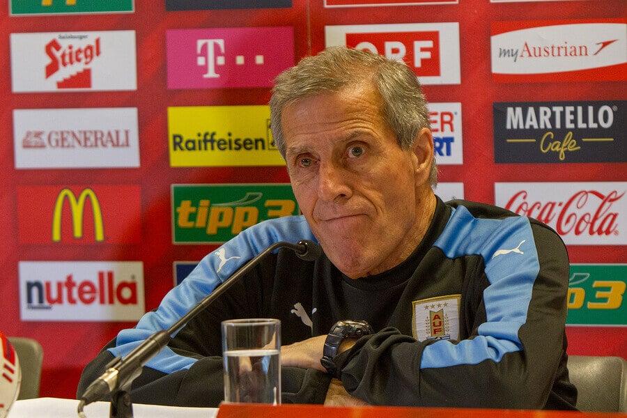 Óscar Washington Tabárez, o professor do futebol