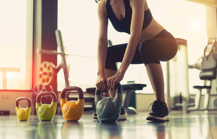 Exercícios com pesos para mulheres: 5 mitos
