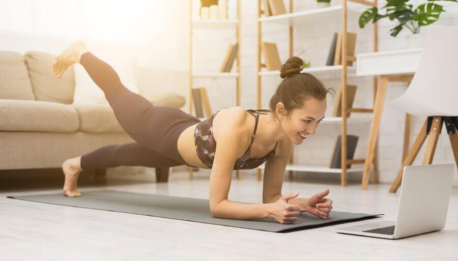 O que fazer para não perder o tônus muscular sem sair de casa?