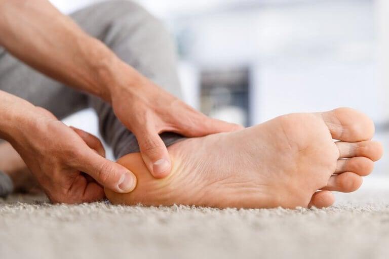 Esporão do calcâneo: sintomas e tratamento