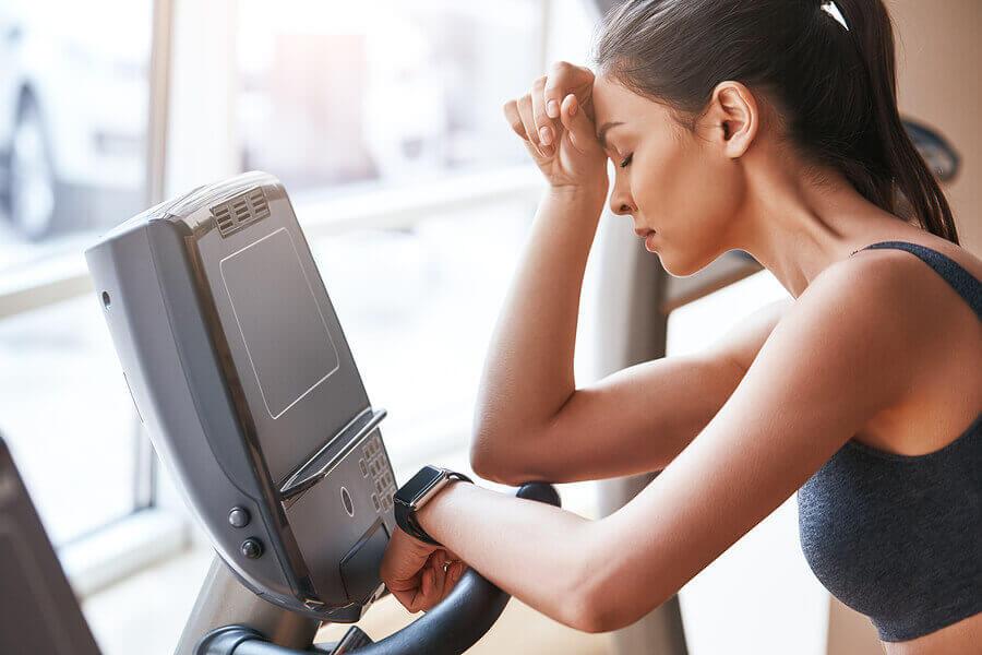 A fadiga muscular por treinamento ocorre após sessões intensas ou prolongadas.
