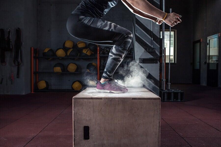 Exercício de salto com caixa