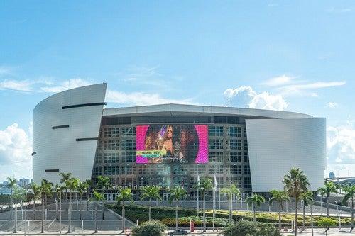 A American Airlines Arena está localizada no centro de Miami, próximo à Baía Byscaine.Foi inaugurada em 1999 e tem capacidade para pouco mais de 19.000 espectadores
