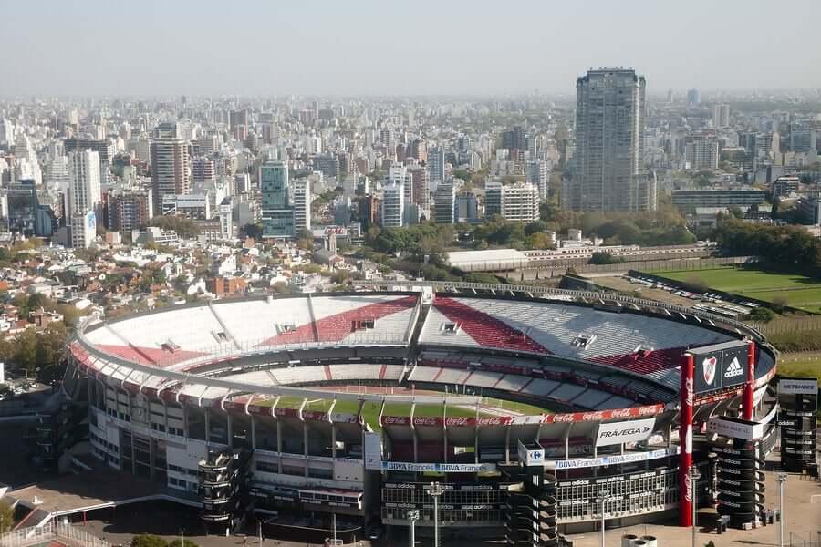 O Club Atlético River Plate é o mais antigo dos cinco grandes do futebol argentino, sendo fundado em 25 de maio de 1901 no bairro de La Boca
