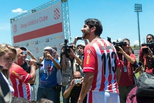 Carreira de Sebastián 'Loco' Abreu, o jogador que jogou em mais equipes