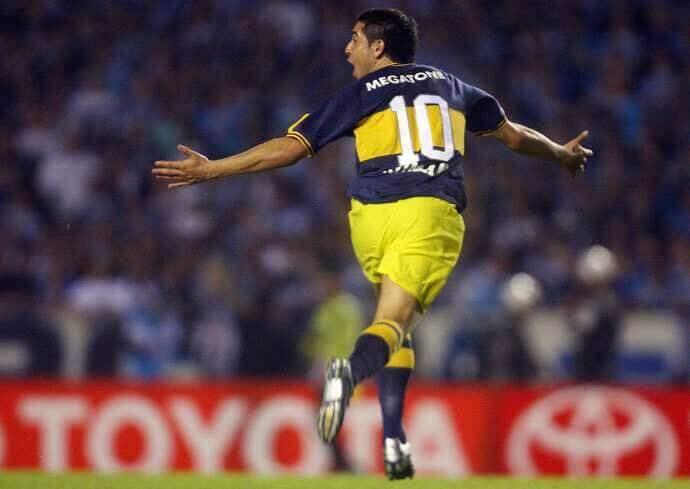 OClub Atlético Boca Juniors foi fundado no Bairro de La Boca em 3 de abril de 1905 por um grupo de crianças de imigrantes italianos, especificamente de Gênova