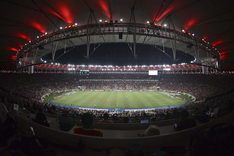 O estádio do Maracanã, noRio de Janeiro, foi inaugurado em 1950 e reformado recentemente. Existem visitas guiadas disponíveis todos os dias