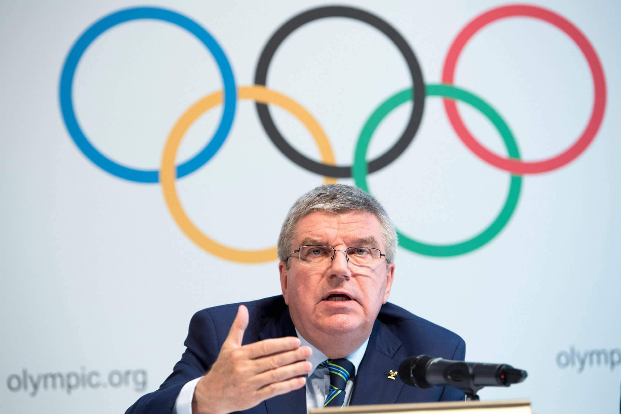 Thomas Bach, atual presidente do Comitê Olímpico Internacional, é um advogado alemão e ex-esgrimista olímpico
