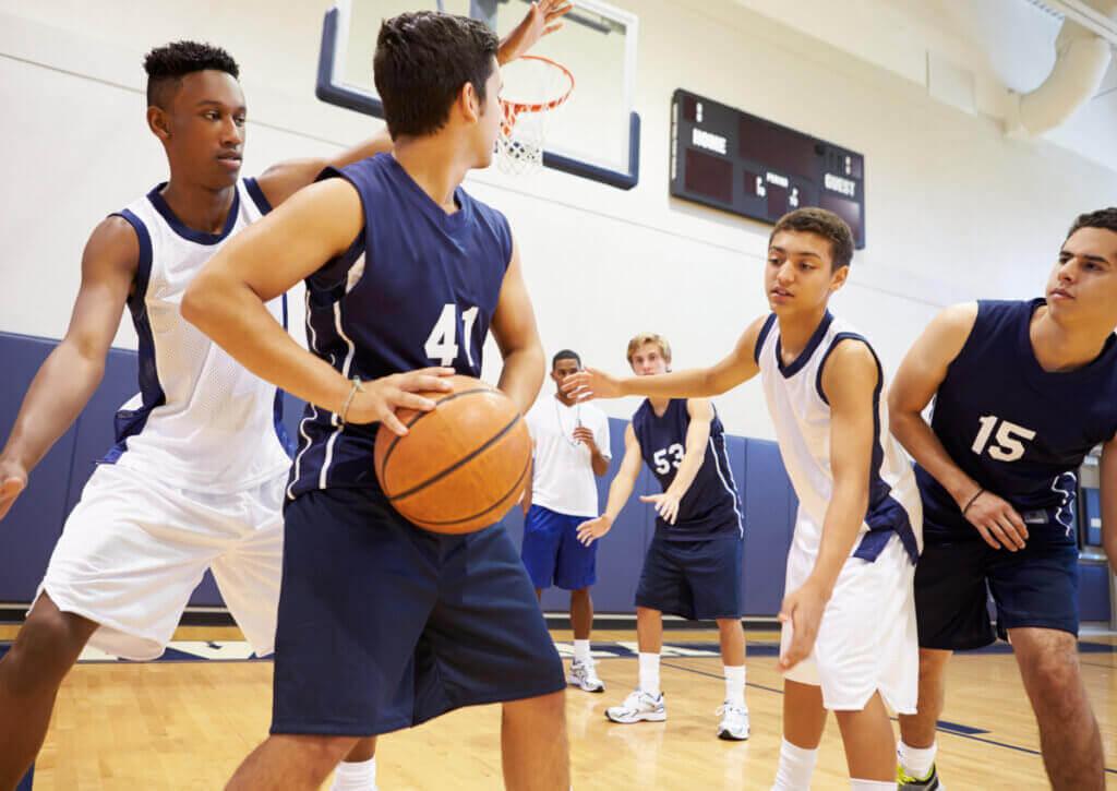 Quais são os objetivos e as regras do basquete?