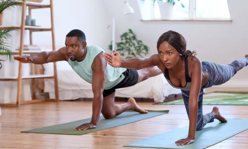 Circuitos de treinamento para fazer na sala da sua casa