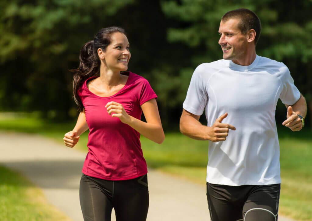 5 benefícios de correr em casal