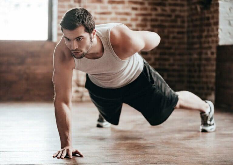 Treino com flexões para atletas iniciantes, intermediários e avançados