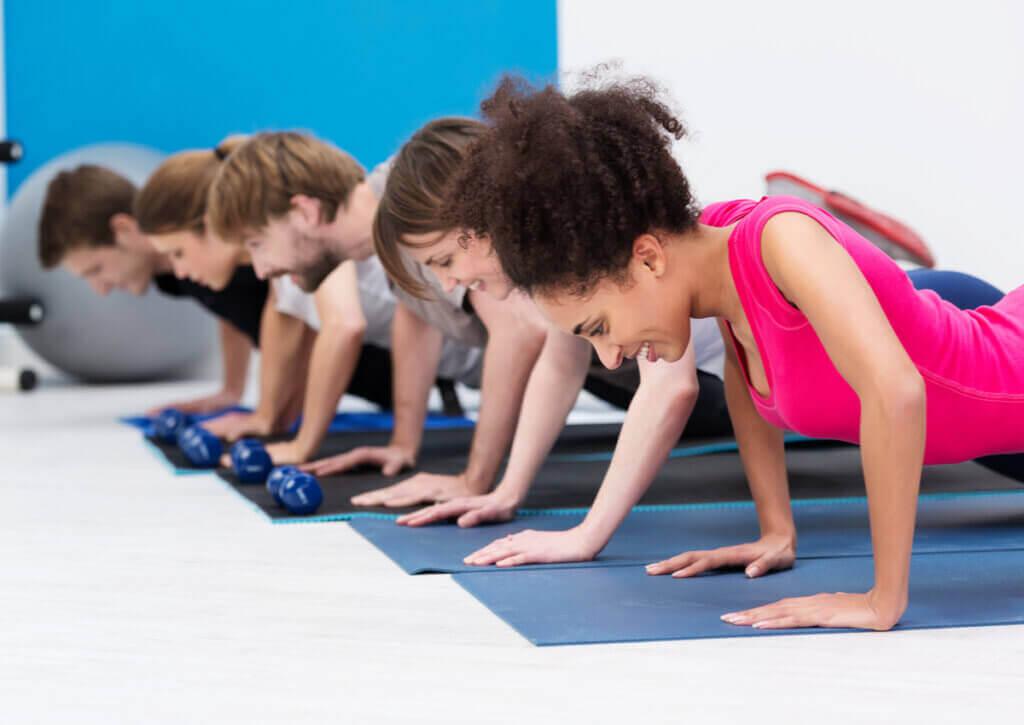 Quais são os músculos trabalhados ao fazer flexões?