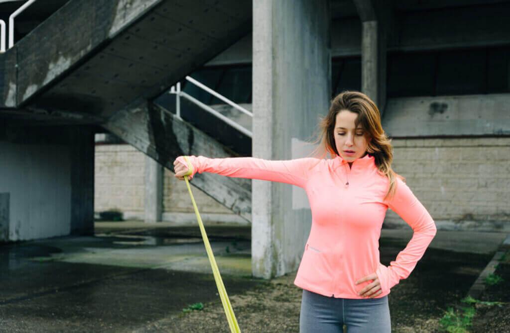 4 exercícios para tratar a dor no ombro