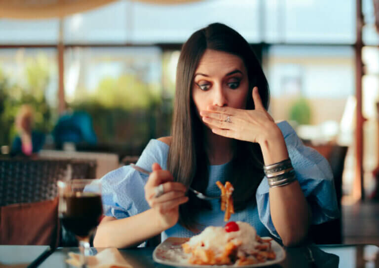 O que fazer depois de comer demais?