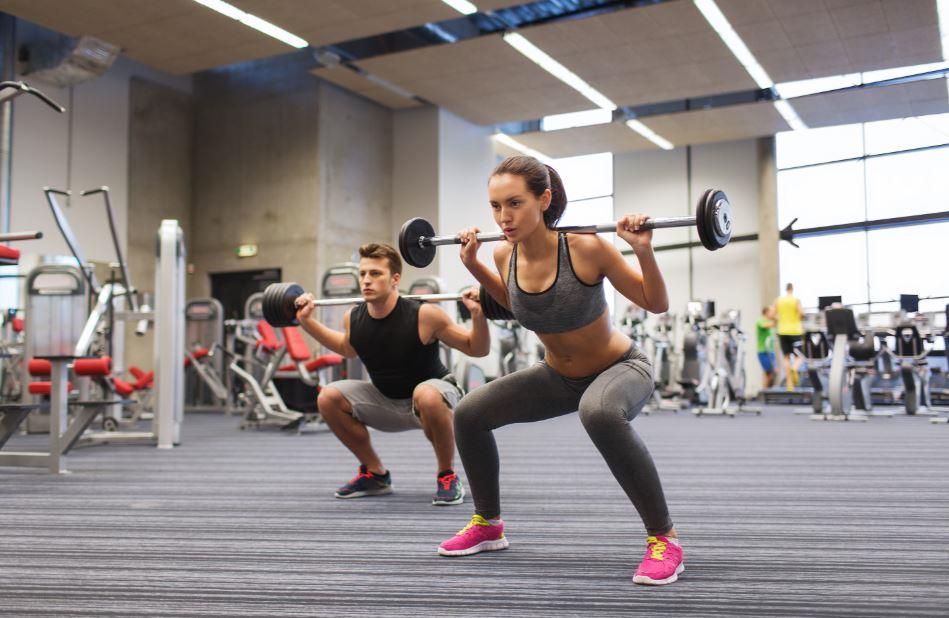 Kadınlar da vücut geliştirme antrenmanı yapar.