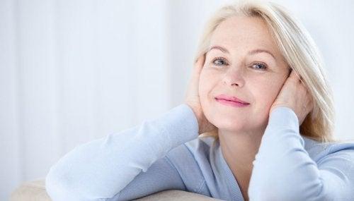 Menopoza girmiş kadın