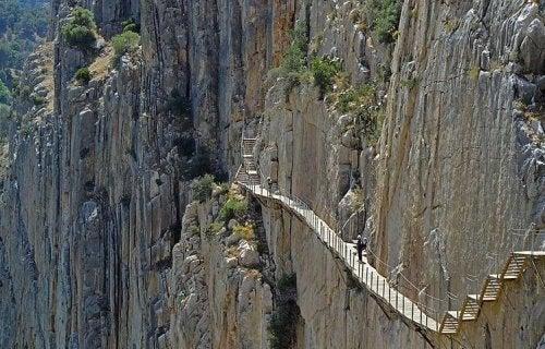 dağ yürüyüşü yolu