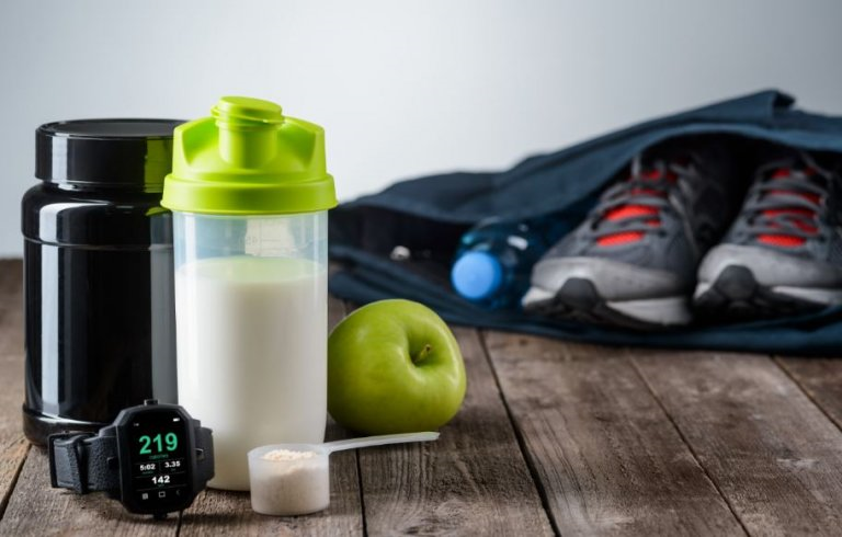 protein karışımı ve spor çantası