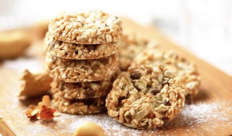 Yulaf ezmeli ve kuru yemişli kurabiyeler