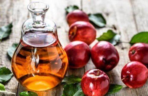Cam şişede elma sirkesi