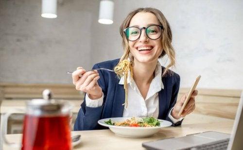Lezzetli Makarna Salatası Tarifleri