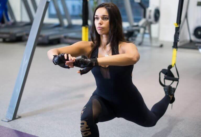 Bulgar split squat yapan kadın
