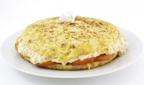 içi doldurulmuş patatesli omlet