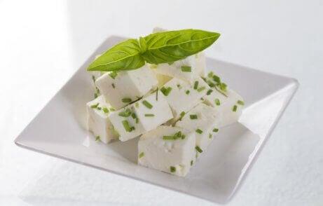 bir tabak feta peyniri