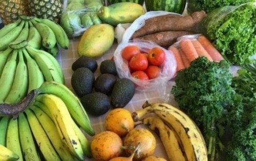 çeşitli meyveler ve sebzeler
