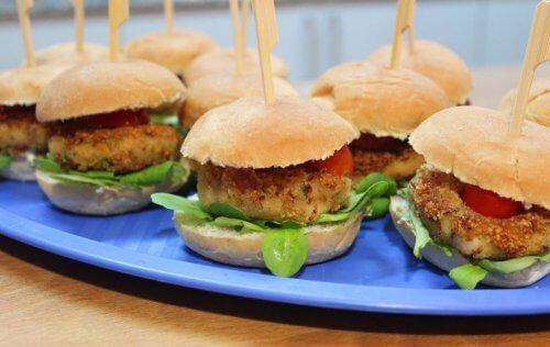 tavuklu küçük hamburgerler