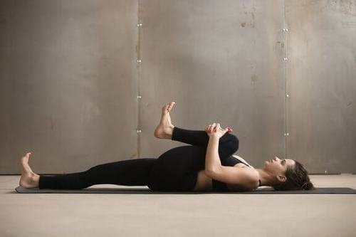 Gergin Diz Ardı Kirişleri İçin 5 Basit Esneme Hareketi