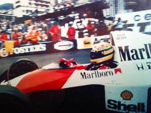 marlboro reklamlı formula 1 aracı