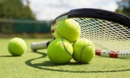 tenis topları raket saha