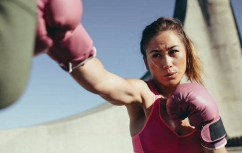 boks yapan kadın