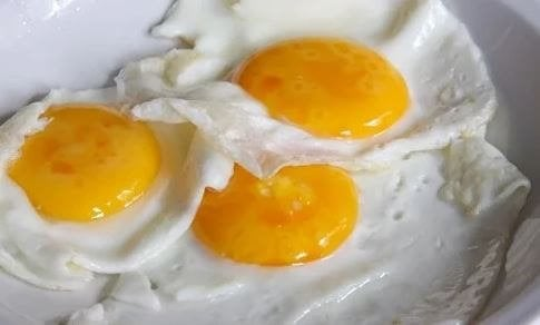 3 adet kızarmış yumurta