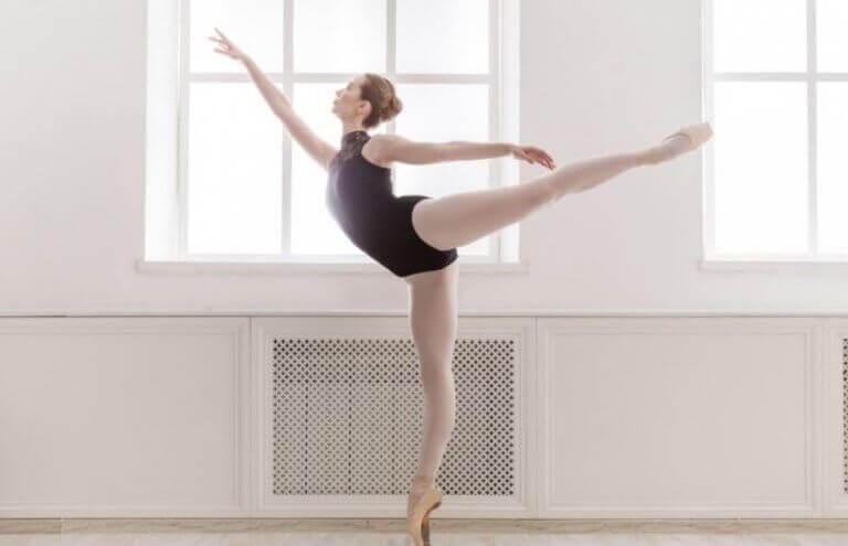 releveye kalkan klasik dans sanatçısı