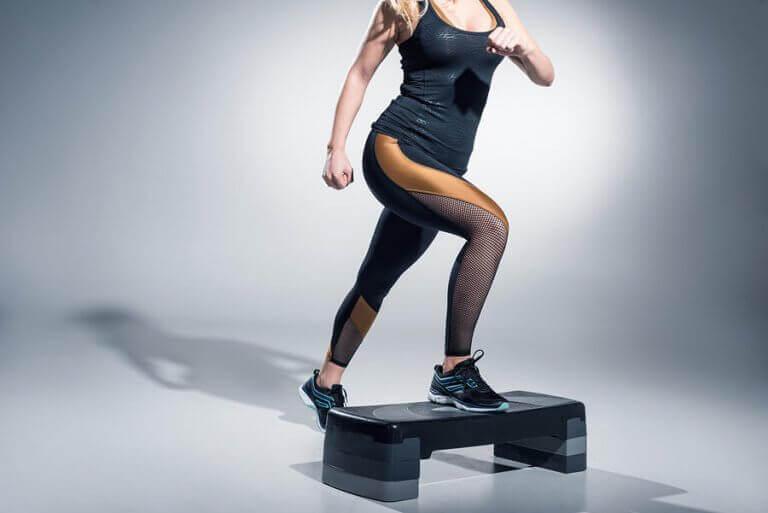 step yapan kadın