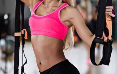 vücut geliştirme yapan kadın